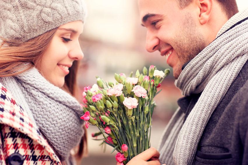 Как ведет себя влюбленный мужчина: звезды и обычные люди влюбляются одинаково