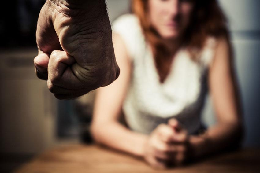 муж бьет жену решение
